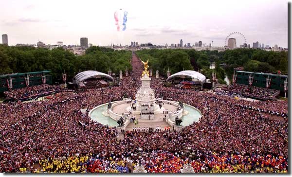 Jubilee_crowd